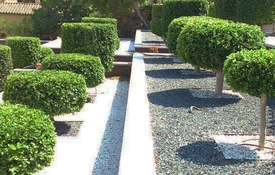 Jardin con Triturado blanco y negro